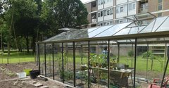 An urban greenhouse in Schiebroek-Zuid